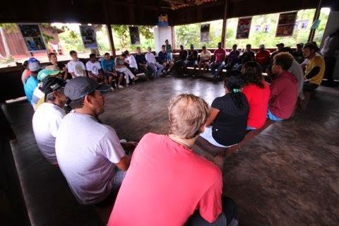 Nos seringais da Amazônia, empresas e comunidades fazem pacto para comercializar produtos da floresta